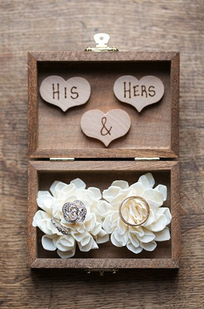 This Rustic Ring Box Ensures Your Rings Will Make It Down The Aisle Safely