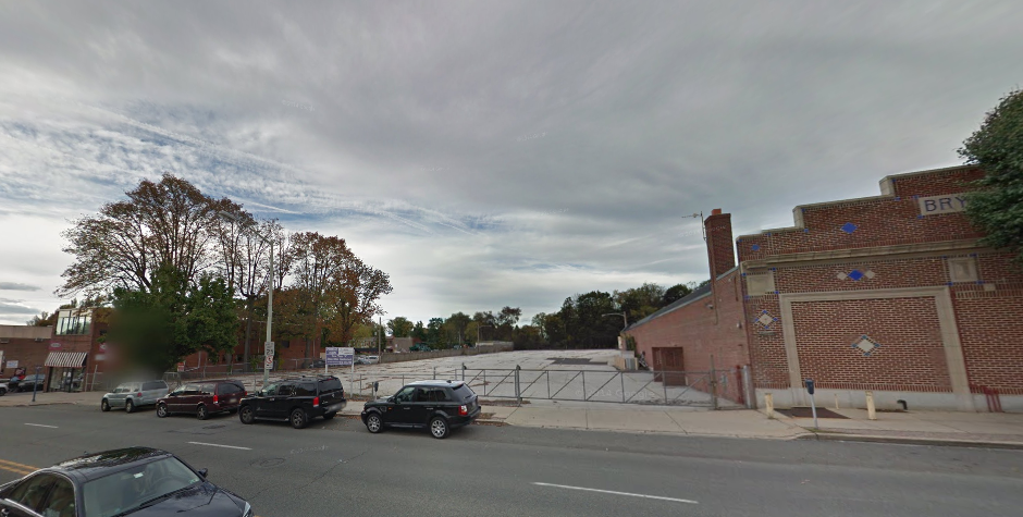 Google Street View of the Bryn Mawr gap that would be filled by the proposed development.
