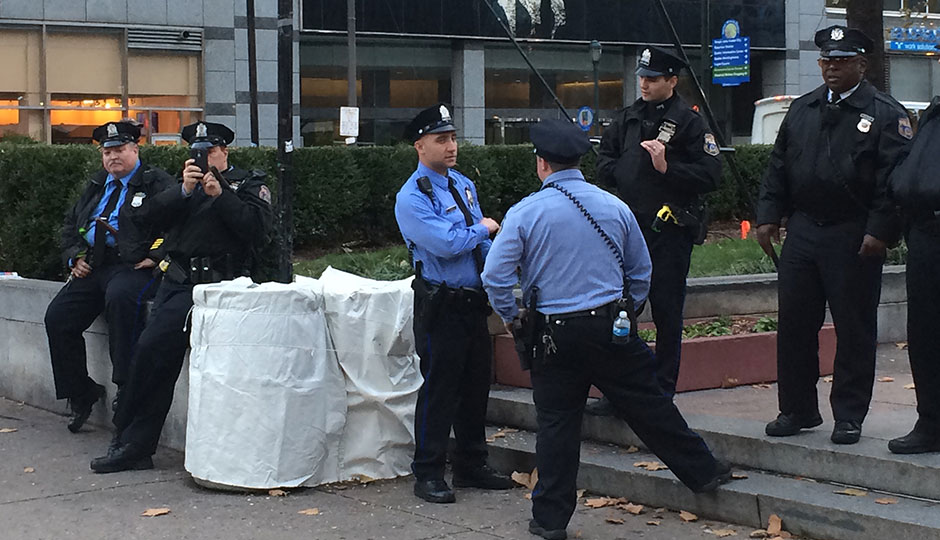 philly-cops-LOVE-park-940x540-
