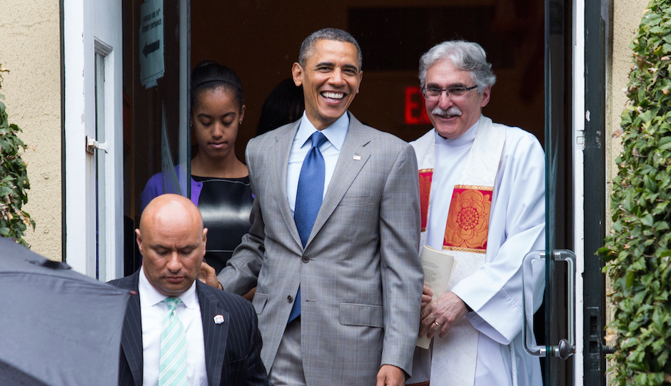 Reverend Dr. Luis Leon (R) looks on as United States President Barack Obama (C) prepares to leave St John's Episcopal Church after an Easter service, in Washington, 31 March 2013. Photo by: Drew Angerer/picture-alliance/dpa/AP Images