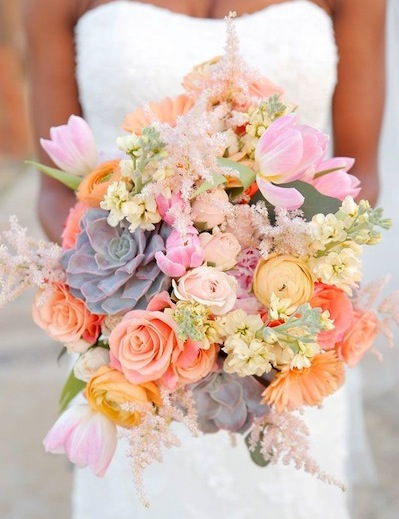 We love the muted color palette of this pretty bouquet.