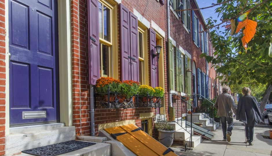 Order and variety in Queen Village. | Photo by R. Kennedy for Visit Philadelphia™