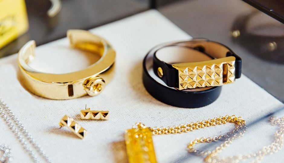Finally Fitbit jewelry that totally makes the cut.   Image via Bezels & Bytes