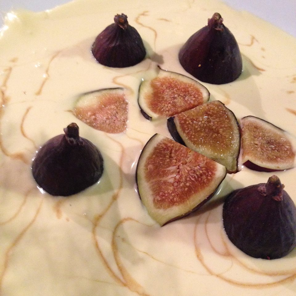 Figs in vanilla custard with pomegranate molasses