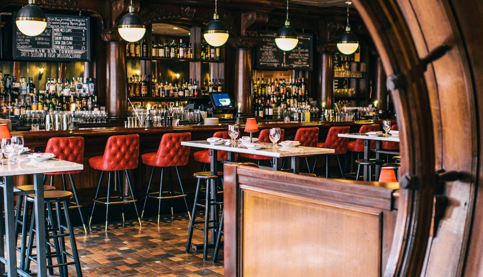 The Olde Bar at Bookbinders | Photo by Grace Dickinson