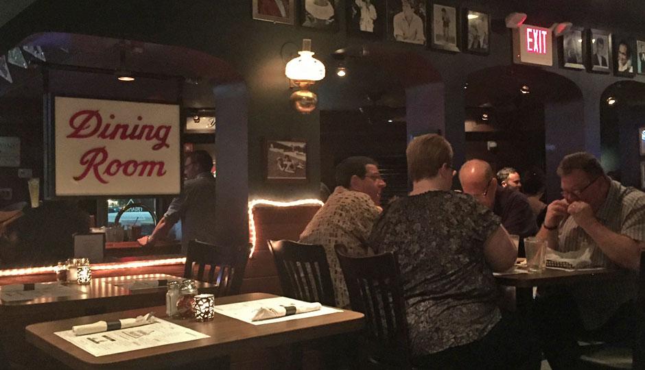 triangle-tavern-dining-room-940