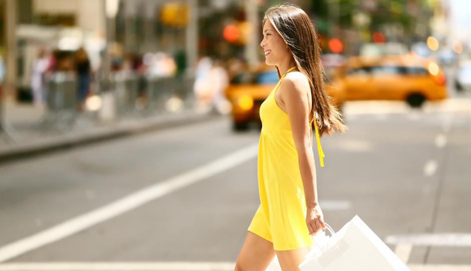 Woman-summer-shop