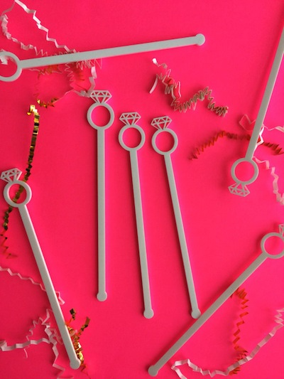 How adorable are these engagement ring cocktail stirrers?