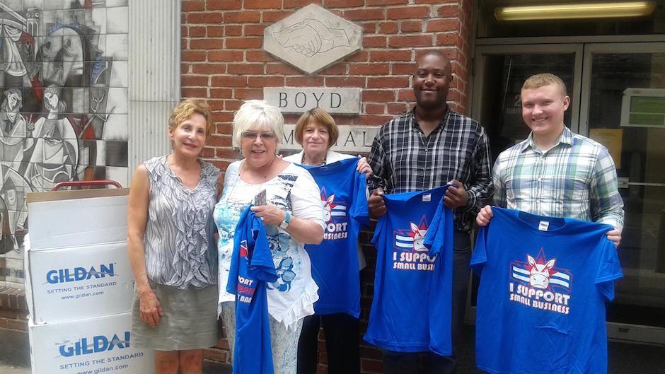 democrats-donate-t-shirts-to-homeless-soup-kitchen-2