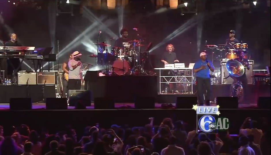 "Mayor Nutter performs ""Rapper's Delight"" with The Roots. 