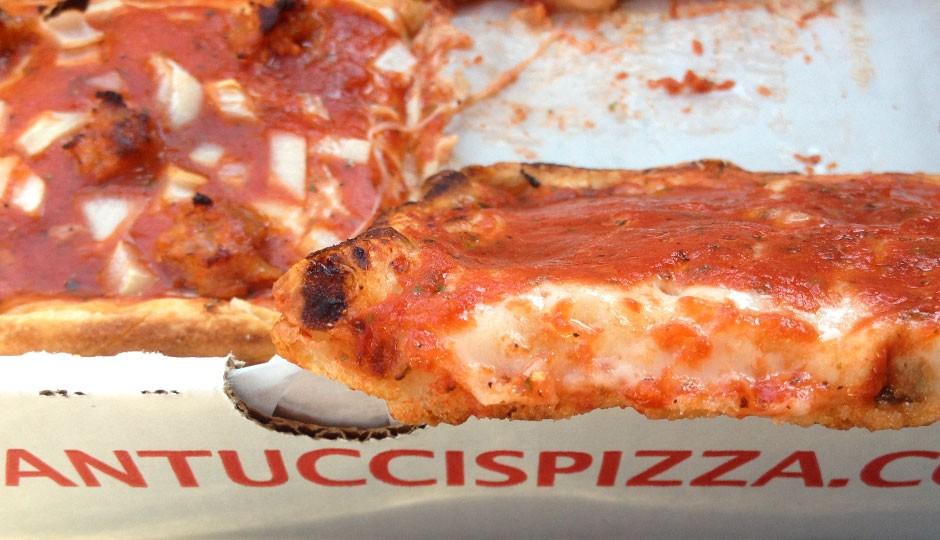 santuccis-pizza-940