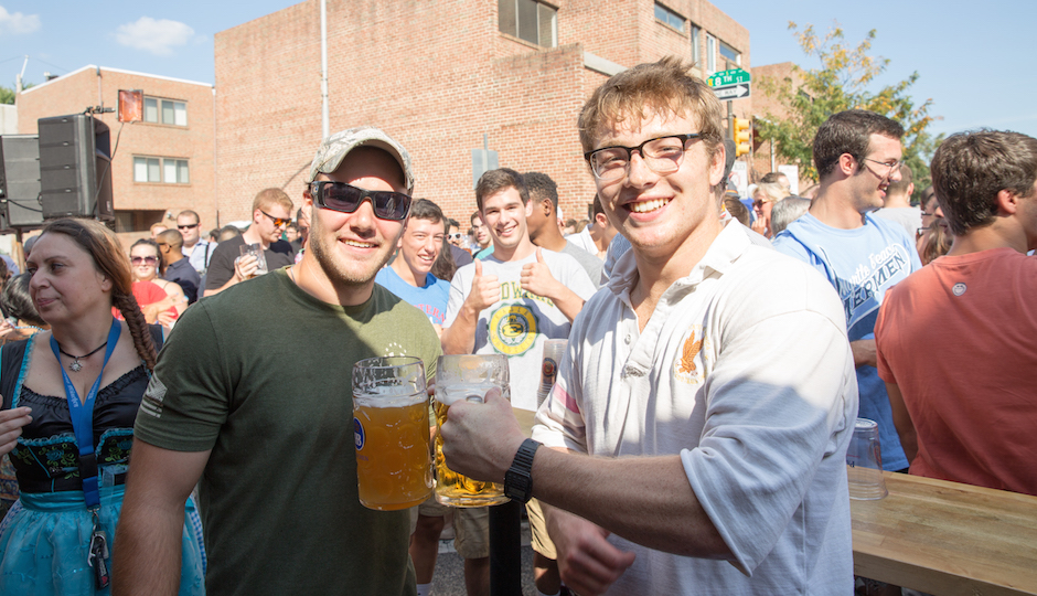 After almost 11 minutes a champion was crowned. Joe Heyob won himself a Year of Beer at Brauhaus Schmitz.