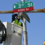 A streets department worker installs N3rd St sign at the Spring Garden intersection. (Tracy Levesque/Wikimedia Commons)