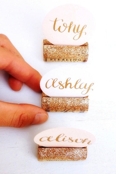 How darling are these gold sparkly wine corks?