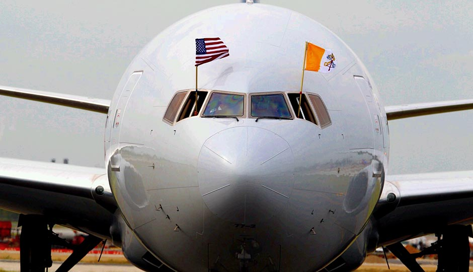 pope-arrival-plane-flags-jeff-fusco-940x540
