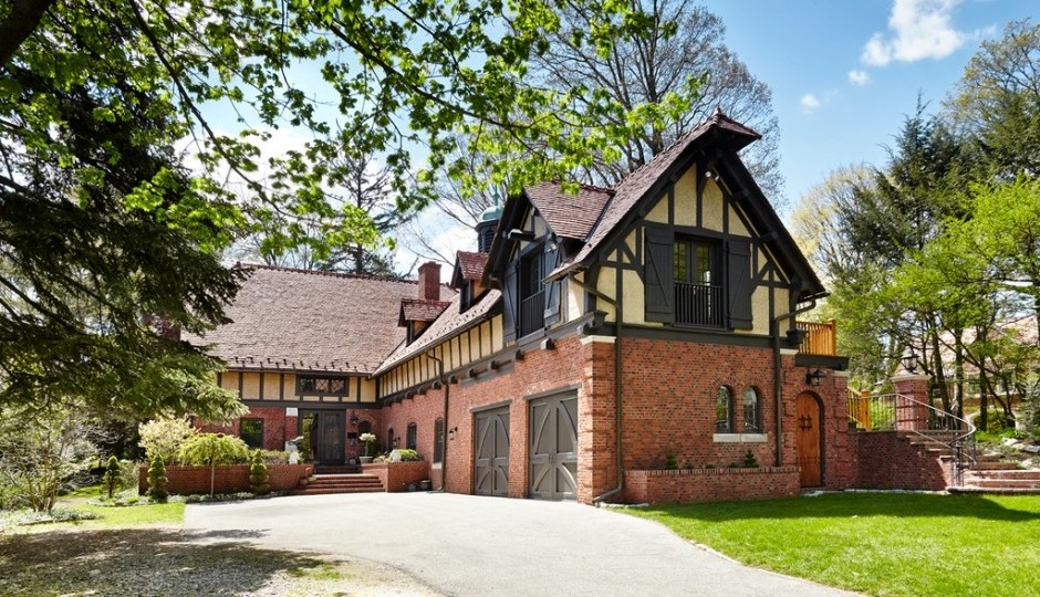 The carriage house dates back to 1898. TREND images via Kurfiss Sotheby's International Realty