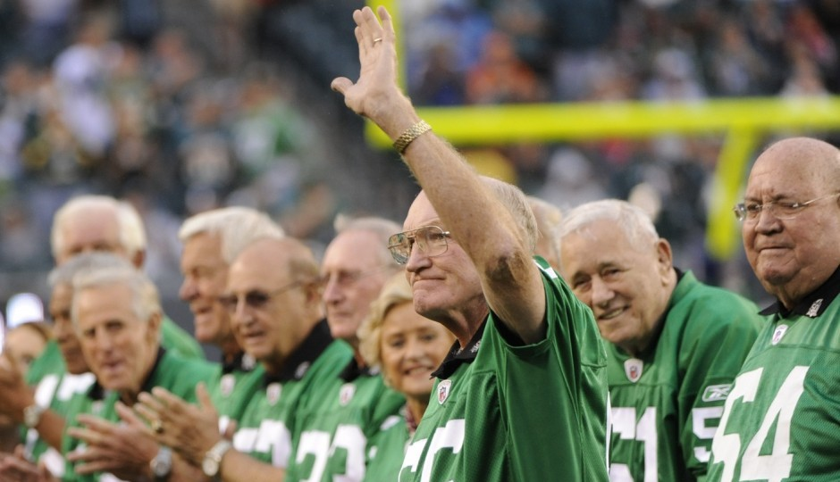 Maxie Baughan at the Eagles' 2010 ceremony honoring the 1960 NFL Championship team. (Photo courtesy of USA Today Sports)