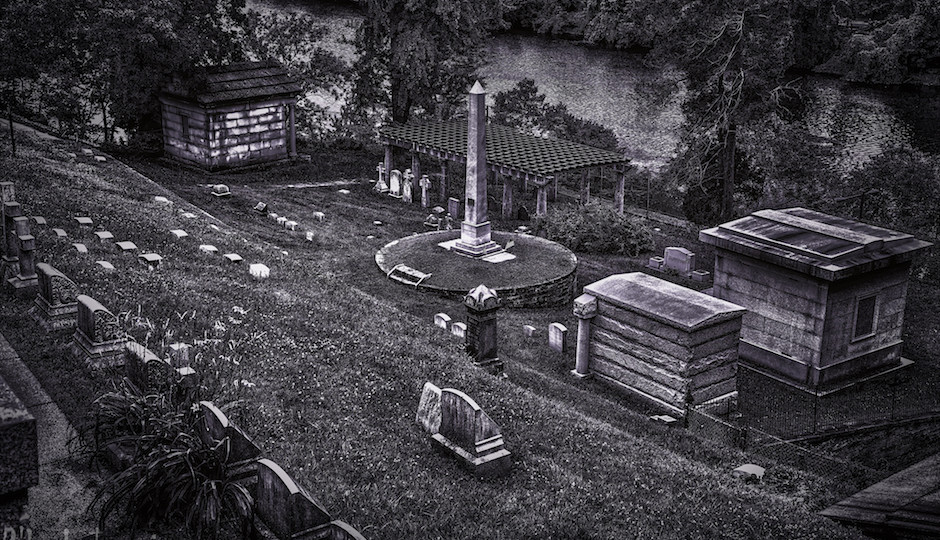 Laurel Hill Cemetery | Photo by R'lyeh Imaging / Flickr