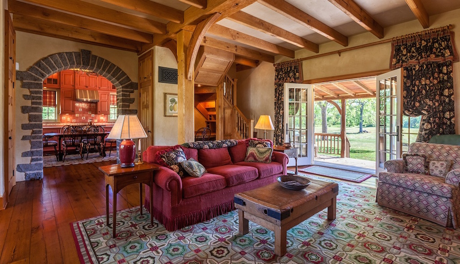 Images via Zillow/Kurfiss Sotheby's International Real Estate