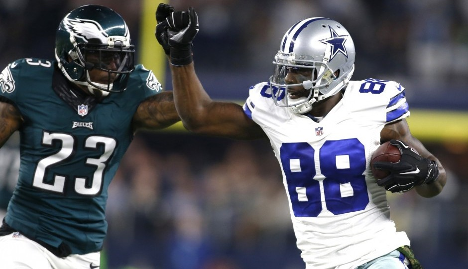 Nolan Carroll and Dez Bryant. (USA Today Sports)
