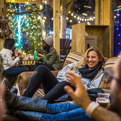 winterfest-lodge-couches-400