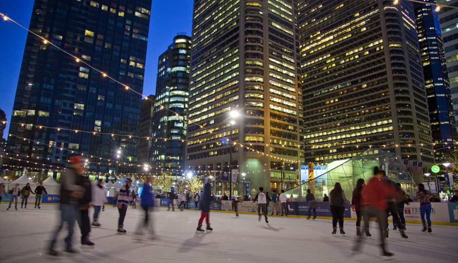 Rothman Ice Rink at Dilworth Park | Photo by M. Fischetti for VISIT PHILADELPHIA