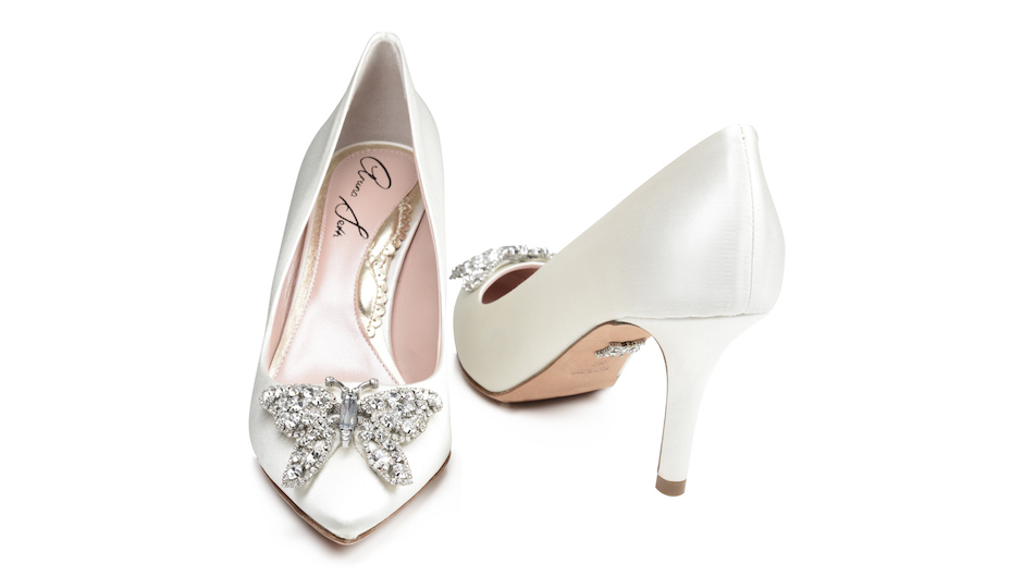 Pointy toe Farfalla pump with pearlized leather.