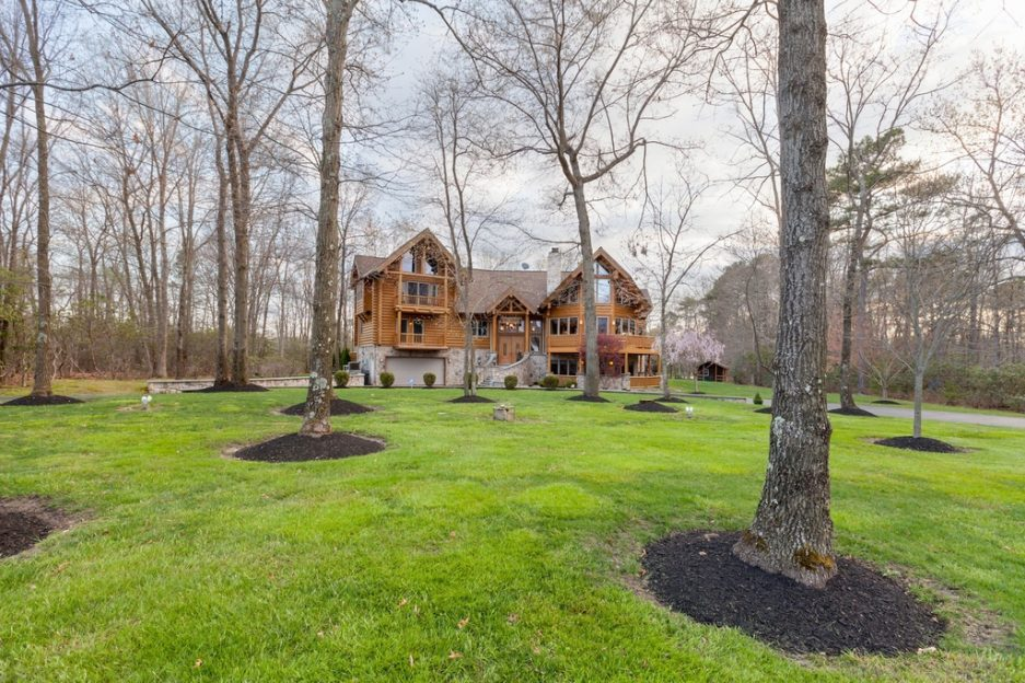Spotted Mike Trout Used To Rent This Log Palace At Running Deer Golf Club Philadelphia Magazine