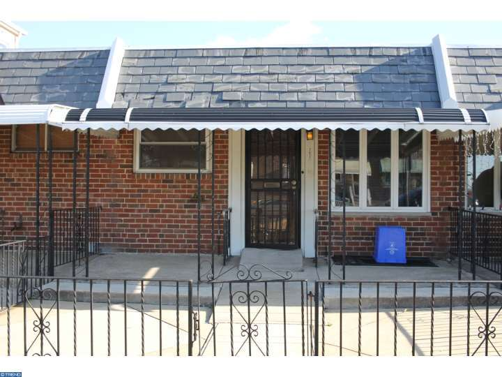 retro south philly rancher within walking distance to citizens bank