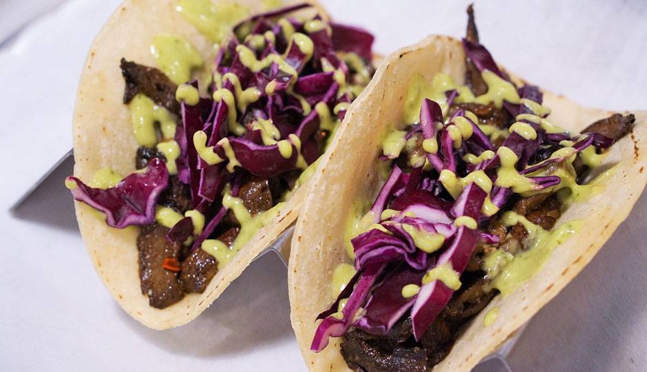 Smoked-Mushroom-with-cabbage-and-avocado-chimichurri-sauce-revolution-taco-940