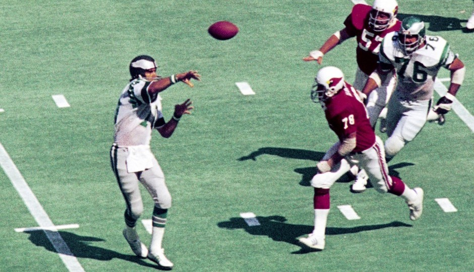 Philadelphia Eagles quarterback Mike Boryla throws a pass against the St. Louis Cardinals in 1974. (USA Today Sports)