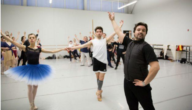 Pennsylvania Ballet artistic director Angel Corella leading rehearsal. [photo by Alexander Iziliaev]