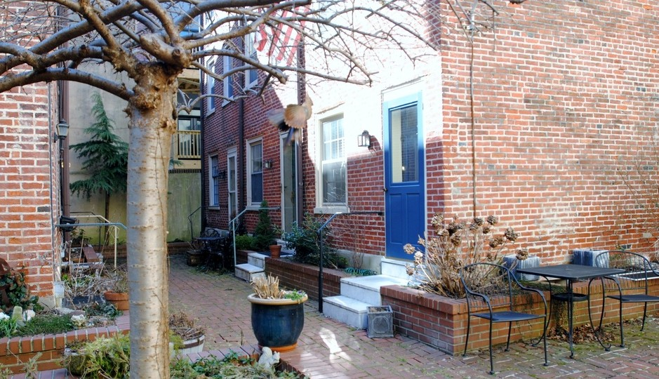 228 Catharine St. #3, Philadelphia, Pa. 19147