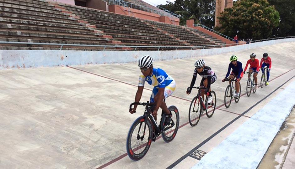 Lisa Nutter leads the pace line in Havana. Photo | Fuji Bikes