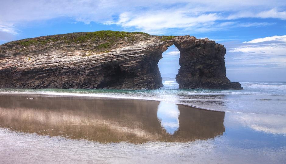 Hi, Playa de Las Catedrales. iStockphoto/Pedre
