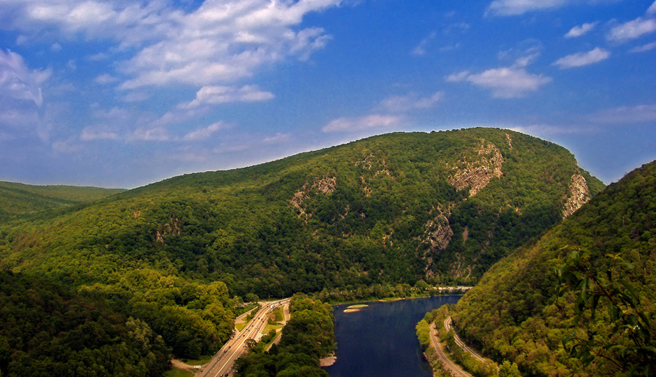 Hikes Near Philadelphia With Waterfalls and Gorgeous Views: Delaware Water Gap as seen from Mount Minsi | Photo by Flickr user Nicholas A. Tonelli