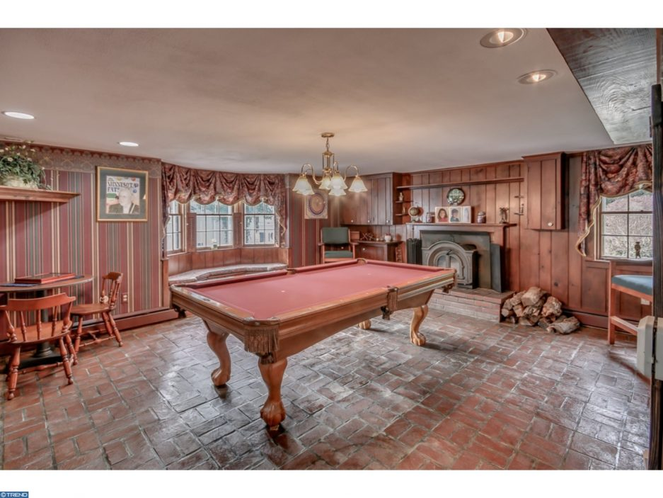 Farmhouse friday the complete package in bucks county for Bachelor apartment vs studio