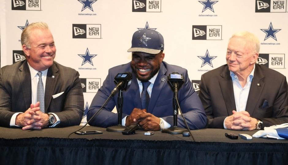 Stephen Jones, Ezekiel Elliott, Jerry Jones (USA Today Sports)