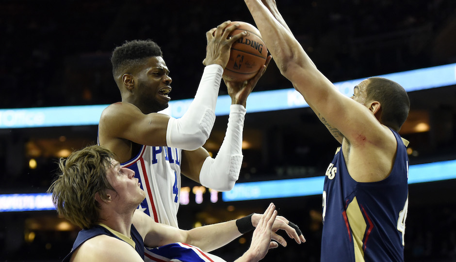 Philadelphia 76ers' Nerlens Noel, middle, drives to the basket past New Orleans Pelicans' Kendrick Perkins, right, and Luke Babbitt during the second half of an NBA basketball game, Tuesday, April 5, 2016, in Philadelphia. The 76ers beat the Pelicans 107-93. (AP Photo/Michael Perez)