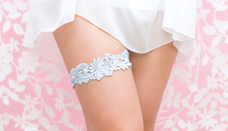 How sweet is this pale blue garter?