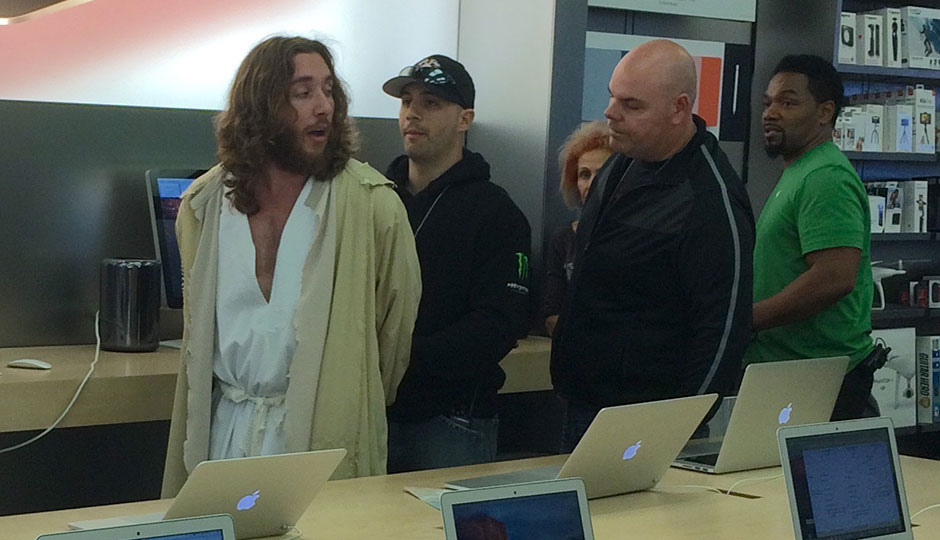 Philly Jesus being arrested at Apple Store
