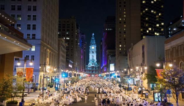 Diner en Blanc Philadelphia 2014. Photo by Johanna Austin