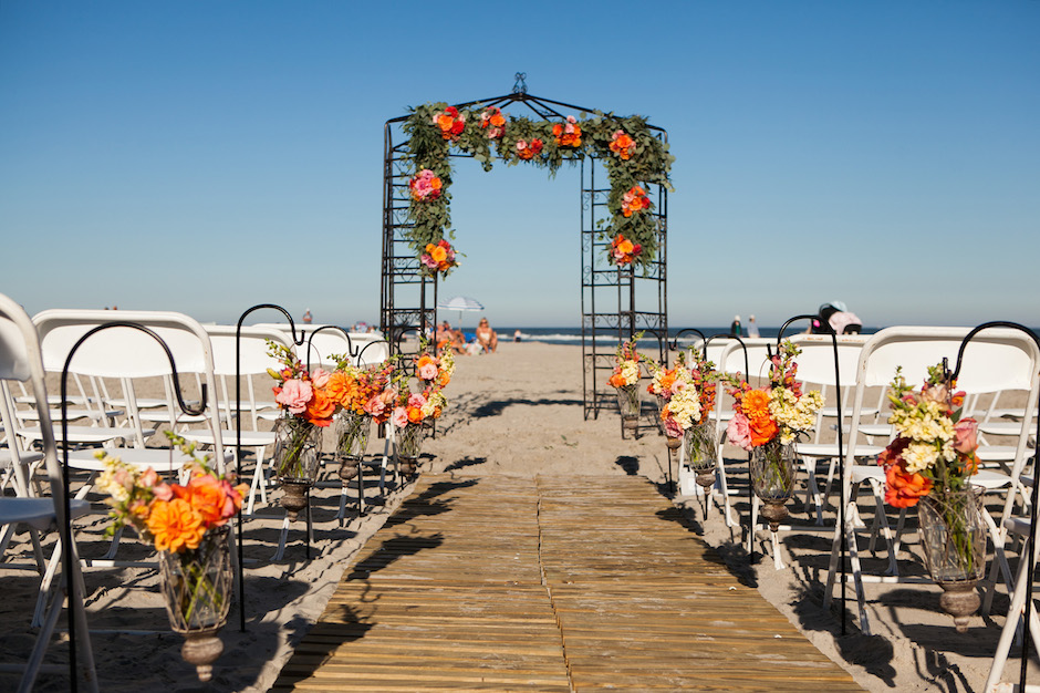Best Jersey Shore Wedding Venues: The Golden Inn. Photo by Pravada Photography.