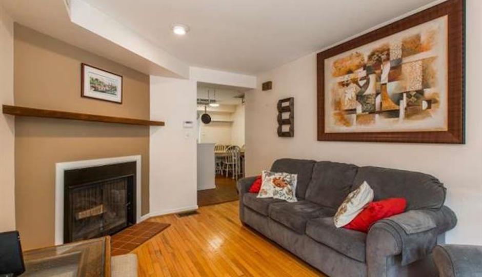 336 Pemberton: Living room
