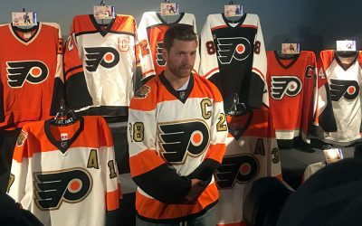 Claude Giroux in his new Flyers jersey