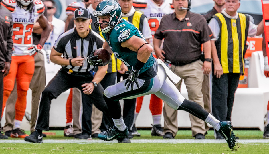 Eagles TE Zach Ertz is out indefinitely with rib injury