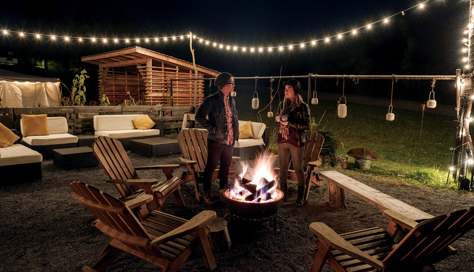 An outdoor lounge at Firelight Camps |Photo by Kaylyn Leighton/Seamless Photography