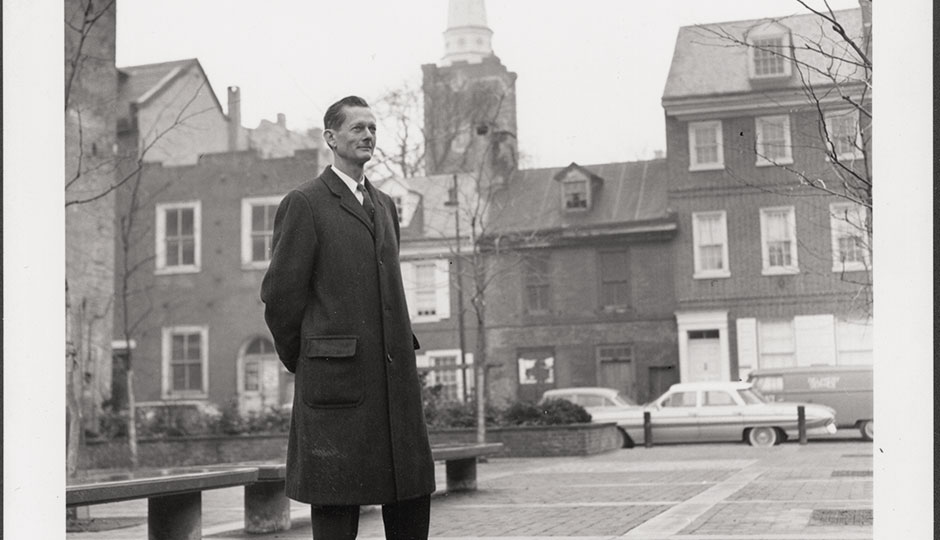 Famed city planner Ed Bacon in Society Hill in 1962 | Photograph courtesy of Jules Schick/The Edmund N. Bacon collection/the architectural archives, University of Pennsylvania