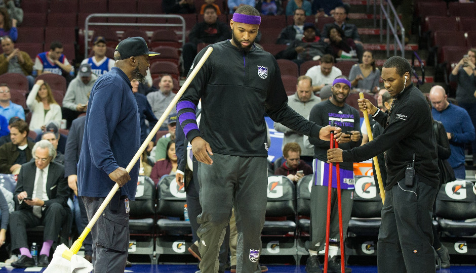 Sixers-Kings game in Philly postponed due to court condensation