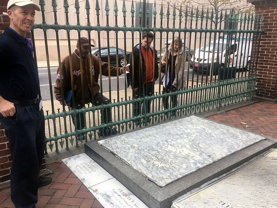 Ben Franklin gravesite — with tourists